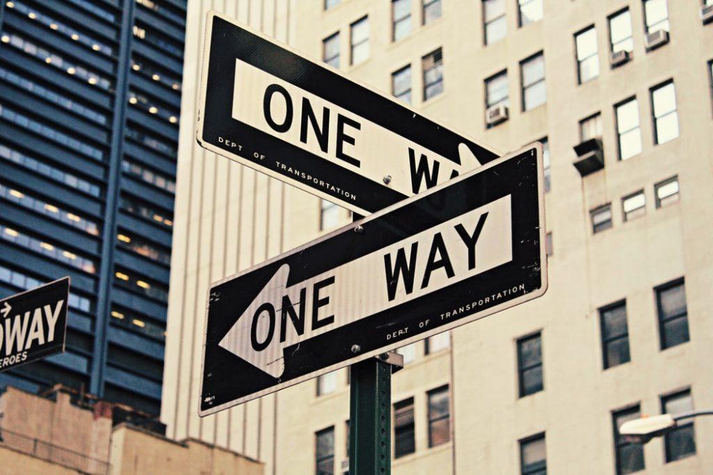 どちらに進むべきか